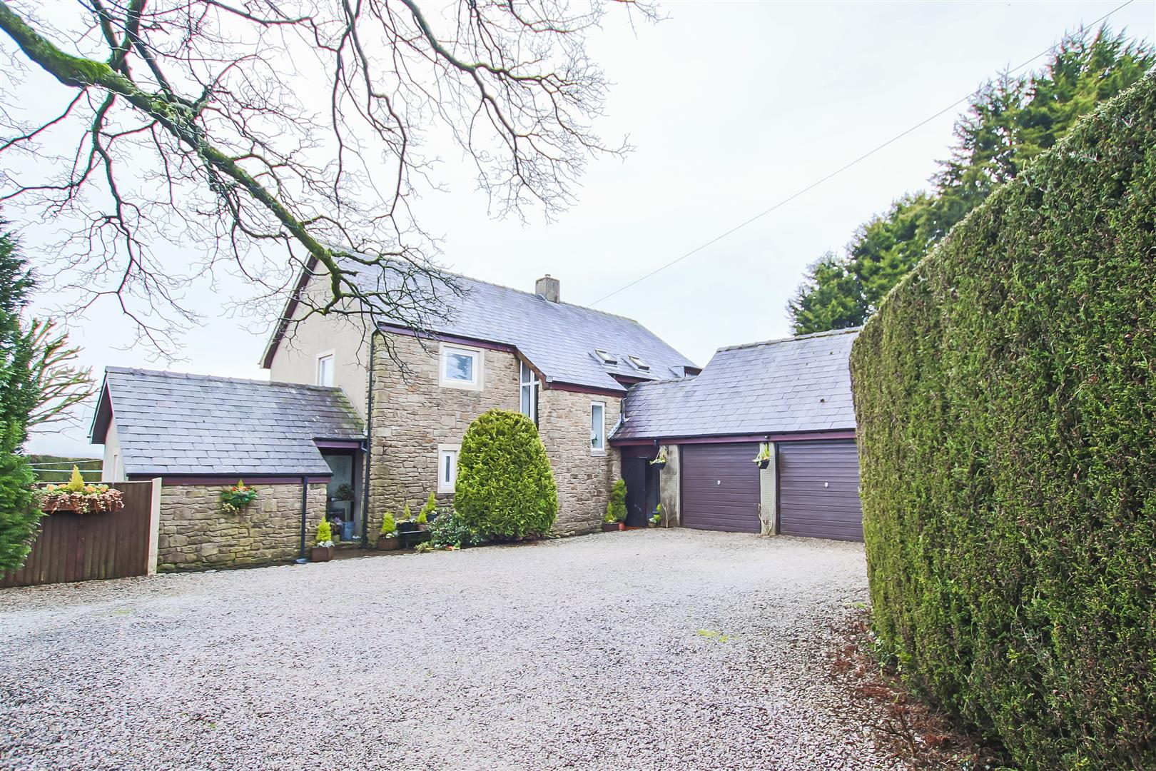 4 Bedroom Detached House For Sale - Front External